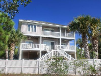 """Photo for Ready now - No storm issues! FREE BEACH GEAR! Plantation, Pets OK, Pool, Screened Porch, Wi-Fi, 4BR/3.5BA """"Sweet Dreams"""""""