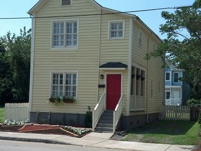 Newly remodeled 3 bdrm 3 bath w/parking in downtown Charleston