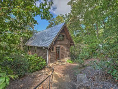 Photo for Located in the Village of Cheshire, Black Mountain! Cozy, updated cabin. Includes Biltmore!