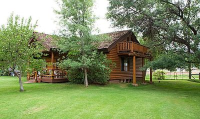 Cozy contemporary waterfront property cabin near Sedona.