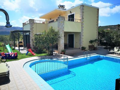 Photo for Beautiful villa with pool close to the beach and taverns in West Crete