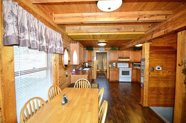 Property Image#5 Bear Mountain Hideaway Cabin In Pigeon Forge With Pool  Table, Hot
