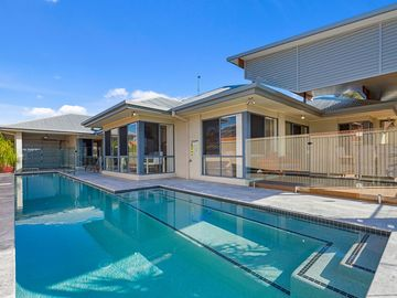 Search 512 holiday rentals