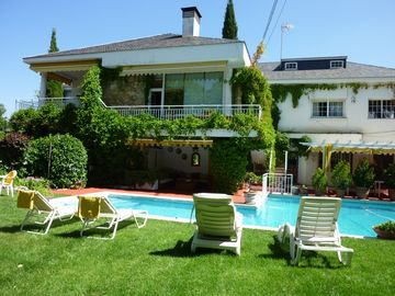 Villa 30 km from Madrid, with PRIVATE POOL AND BILLIARD TABLE