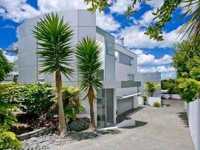 Photo for Auckland Living in Idyllic Seaside Surroundings!