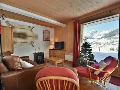 Photo for Fully equipped 2 bed apt for 4 with terrace 100m from the slopes!