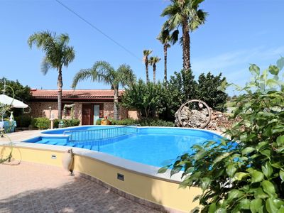 Photo for Sax in Residence Jazz holiday home with pool
