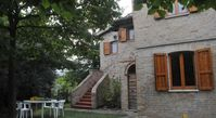 Lovely open vistas, secluded and comfortable house on the hills not far from Offida