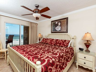 Rejuvenate after a fun filled day at the beach as the blissful s - Rejuvenate after a fun filled day at the beach as the blissful sounds of the waves carry you off to sleep in this luxurious king size bed.
