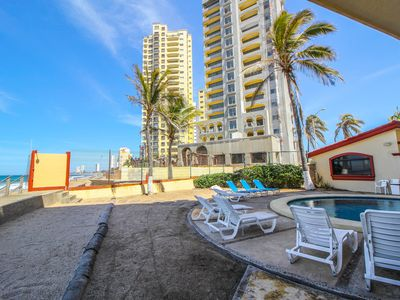 Photo for Beautiful, comfortable and well located apartment front beach!