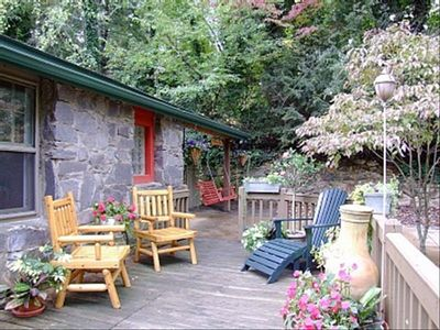 WRAP AROUND DECK with Chiminea FIREPLACE and Peaceful CLOSE MOUNTAIN VIEWS.