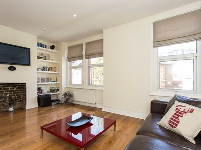Photo for Fantastic 2 bedroom apartment with roof terrace in Central London.