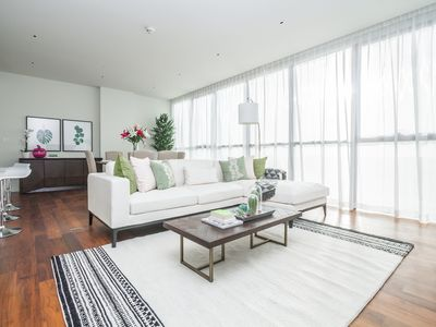 Photo for Spectacular 3 Bed Apt. For A Modern Lifestyle in City Walk