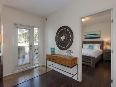 Photo for Downtown Condo Bright, Spacious 2br 2bth Sleeps 6!