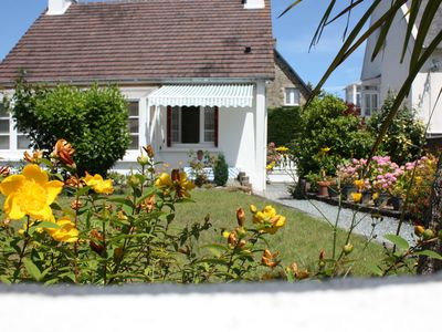 Photo for Well equipped house in a walled garden, pleasant, 50 m from the beach