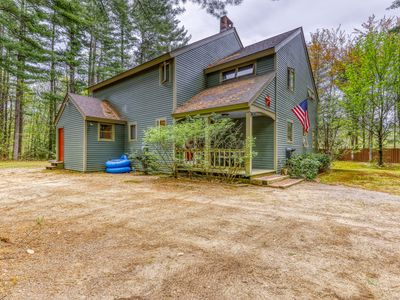 Photo for Cozy cabin w/ a large deck, gas fireplace, Ping-Pong, foosball, & firepit