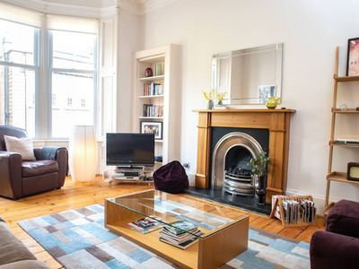 Photo for Charming 2-bedroom apt in the heart of West End