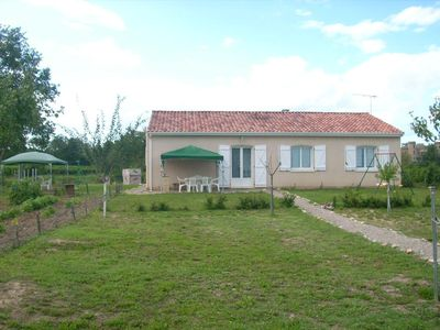 Photo for Small house in the heart of family vineyards, Lisle / Tarn, 3 bedrooms