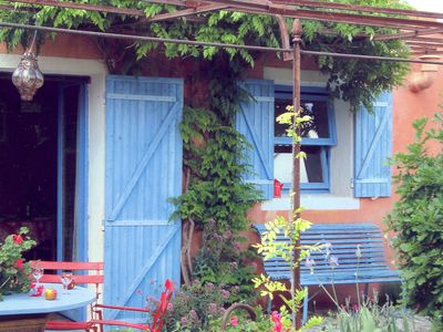 Photo for Colorful, Provencal house with pool, 24 km from Apt