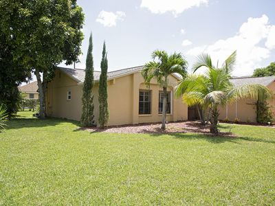 Photo for Highly Desirable Four Mile Cove Area! Private, Close To All, Heated Pool W fence