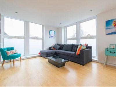 Photo for 1Bed flat, sleeps 4 in the heart of buzzing Islington