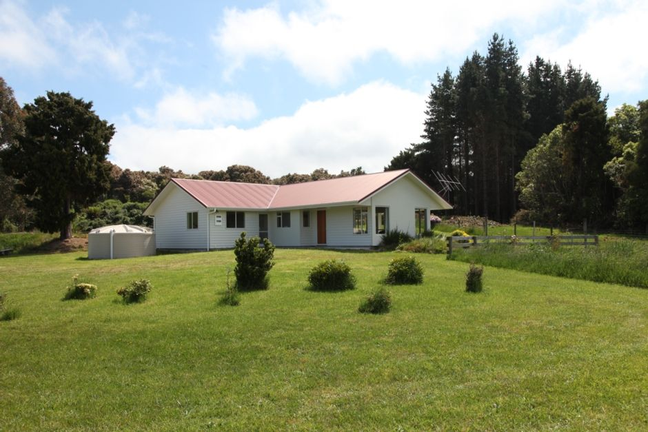 Waikawa House, lovely modern home in quiet setting