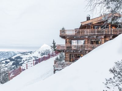 Photo for Superb chalet for up to 12 people - ski-in & ski-out