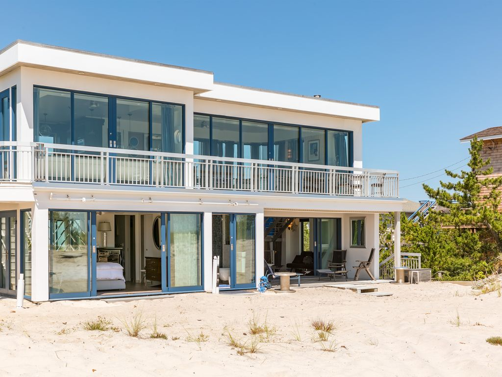 breathtaking 2 bedroom westhampton beach house with amazing views - Breathtaking Beach Houses In New York