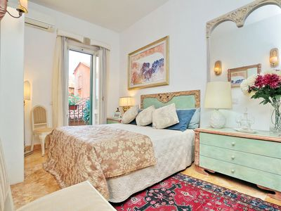 Photo for FONTANA DI TREVI 28 - Large two bedrooms in the heart of Roma!