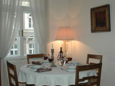 Photo for Stylish and quiet holiday apartment from 1880 Vienna Center for 1-5 persons
