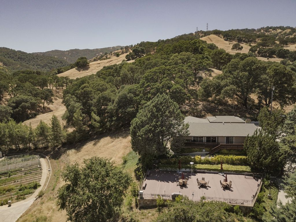 Secluded Large dream home for 19 private la... - VRBO