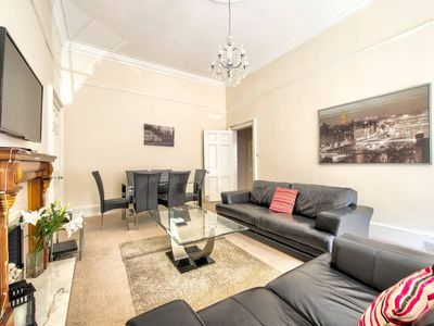 Photo for Morrison Street 3bed Apt: Close to the Castle