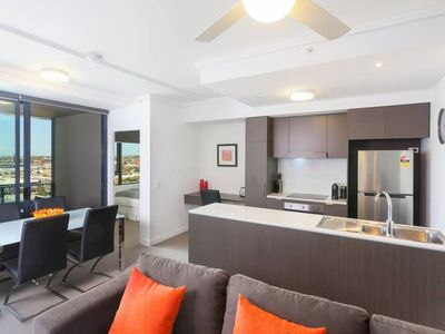 Photo for Executive 2BR Fortitude Valley apartment with pool and views