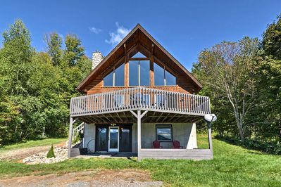 This A-frame style Lincoln-log cabin is perfect for groups of 12.