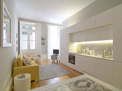 Photo for Bright Tiles apartment in Sé with WiFi, balcony & lift.