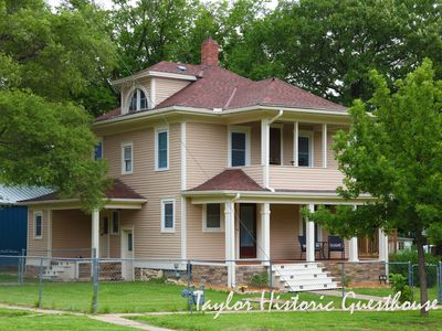 Taylor Historic Guesthouse - Cottonwood Falls: Escape to a piece of history !