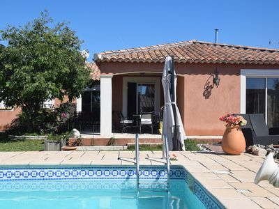 Photo for Beautiful Provencal villa with pool near the sea on the Cote Bleue