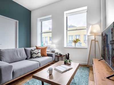 Photo for Charming FiDi 1BR w/ Great views, Gym + Doorman by Blueground