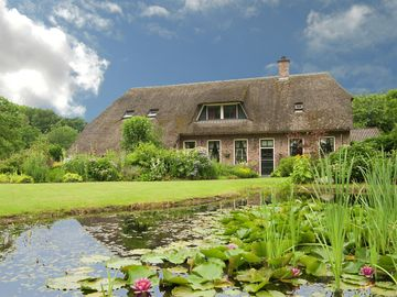 Comfortably furnished apartment in a thatched farm
