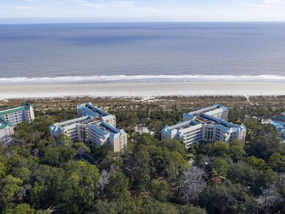 Photo for Beachfront Condo with Stunning Views and Large Master Suite! On-Site Amenities!