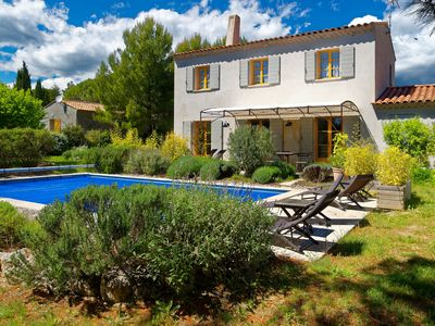 Photo for Charming Villa with Private Pool in Roussillon