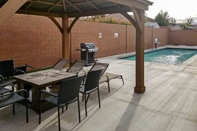 Step outside to barbecue or jump in the pool!