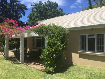 Spacious yet cosy cottage in the heart of the Constantia wine route