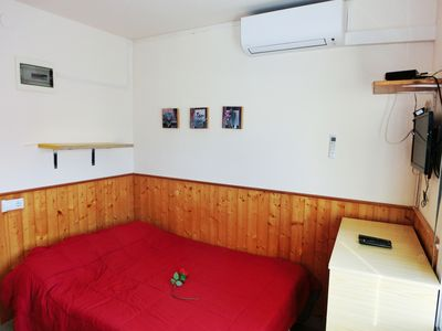 Photo for Studio with shower, air conditioning and equipped kitchen 150m from the beach.