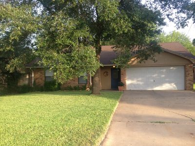 Photo for 3B/2B open concept less than 3 miles from Kyle Field