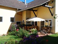 This is a nice country location and works great as a base for exploring Franconia .