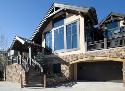 Single family home with heated garage, 2 miles to slopes & 4358 square feet