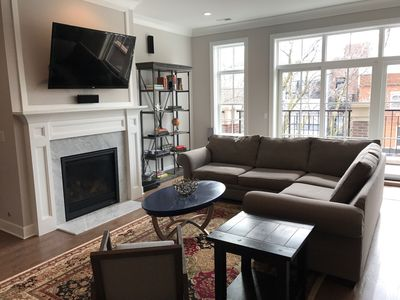 Photo for Retreat on Roscoe: a 3 Bed 2.5 bath condo located in Roscoe Village