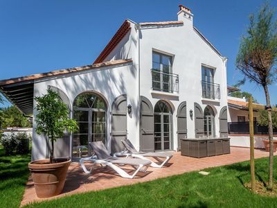 Photo for Spacious, stylish villa with pool near golf course and beach of Biarritz