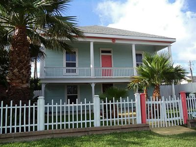 Spacious 4BR/3BA East End Vacation Home